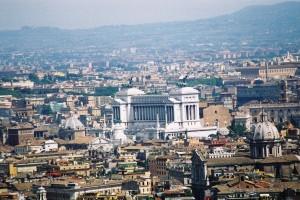 2003 Roma - Piazza Venezia vista dal basilica San Pietro